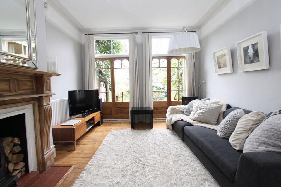 crouch end flat living room 2